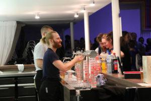 Schichtdienst auf einer Party